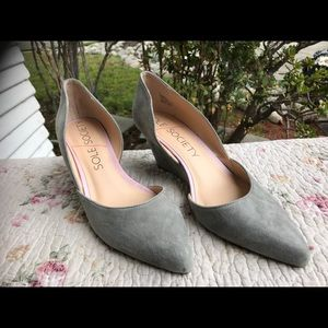 NWT SOLE SOCIETY suede wedge heels. Size 9. Gray.